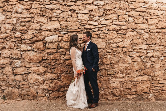 fotografia de boda en ayllon de pareja de extranjeros